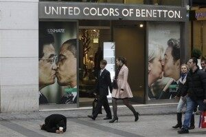 Kissing Pope Ad Pulled Under Threat of Legal Action
