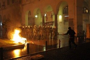 Greece Riots After Vote Cuts Jobs, Pay to Save Country's Finances [VIDEO]