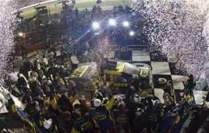 Kenseth Wins Daytona 500 After Fire and Rain Delays [VIDEO]