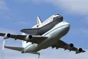 Space Shuttle Discovery Makes Final Flight [VIDEO]