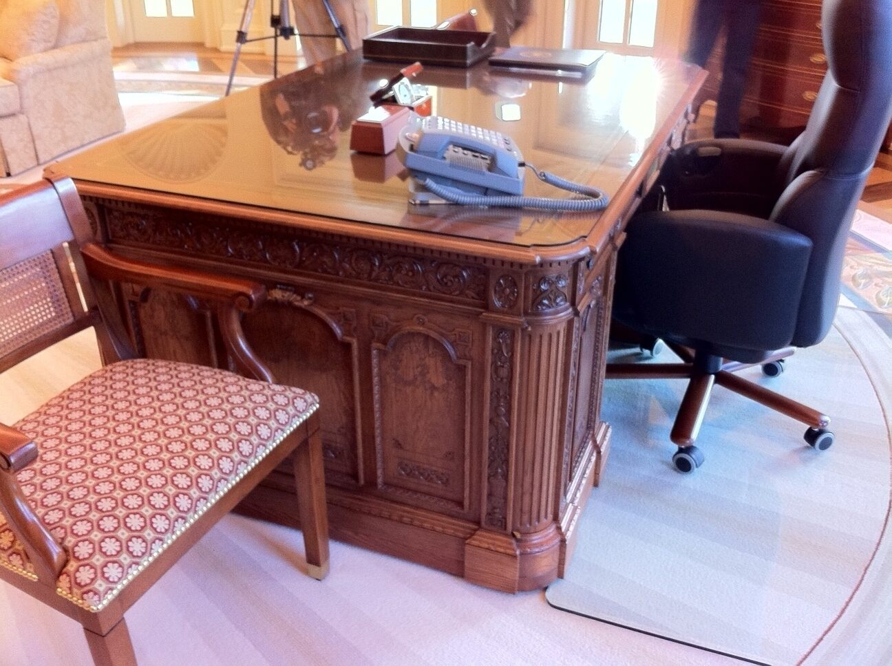 Bush Library - Oval Office Desk