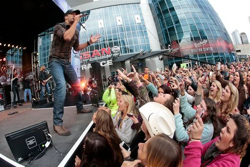 Fox Country Luke Bryan Sells Out Nyc Entertainment