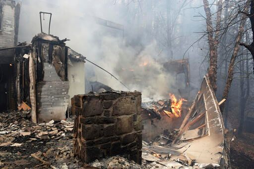 Dolly Parton's Dollywood Theme Park Temporarily Closes Due to Wildfire