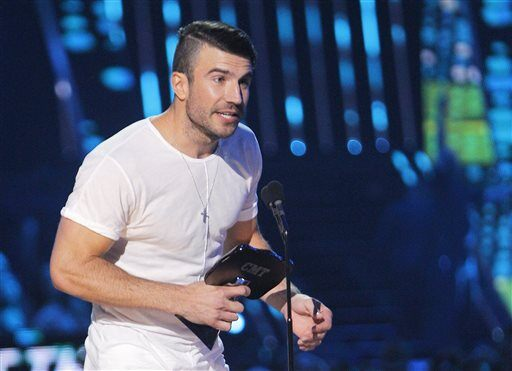 "Sam Hunt accepts the award for breakthrough video of the year for ""Leave the Night On"" at the CMT Music Awards at Bridgestone Arena on Wednesday, June 10, 2015, in Nashville, Tenn. (Photo by Wade Payne/Invision/AP)"